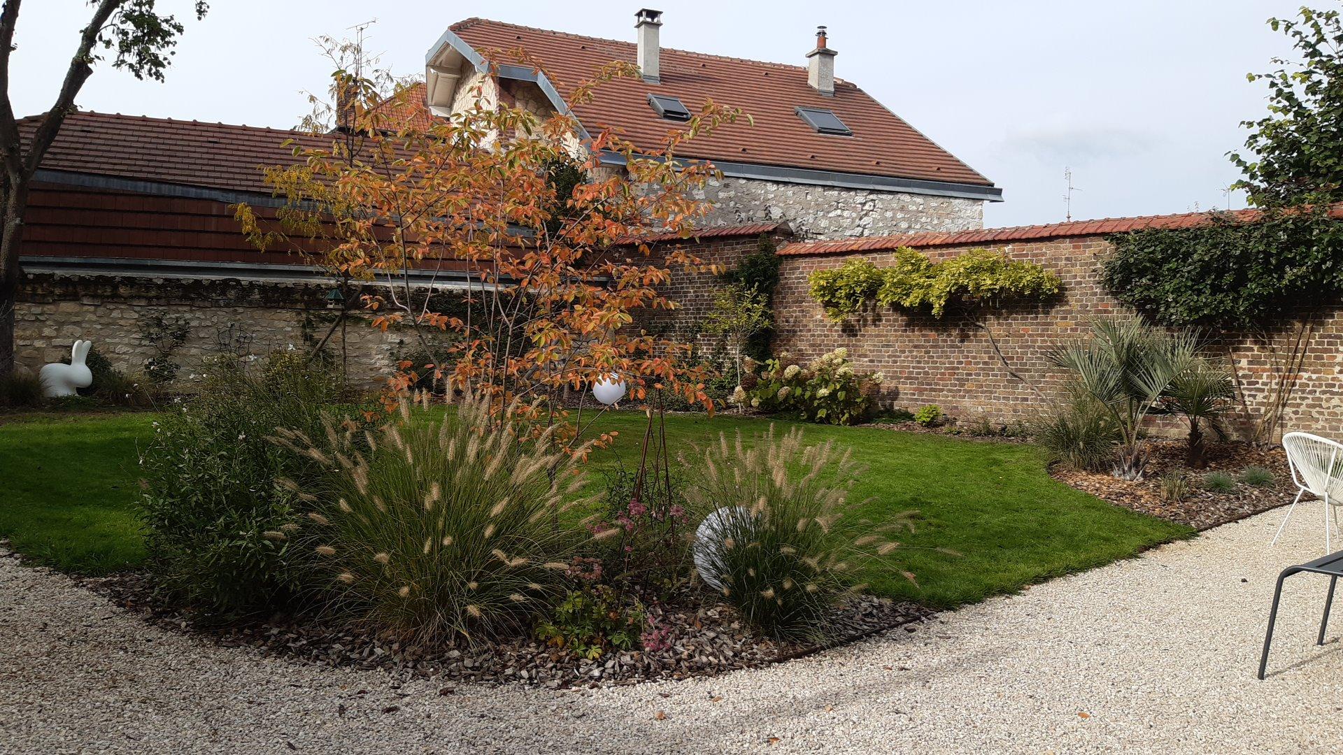 Colver créateur jardin paysagiste oise noyon compiègne plantation aménagement massif paillage plaquettes bois graminée